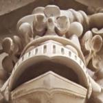 Couronne timbrant les armoiries au-dessus de la porte d'entrée d'Hugo O'Neill, chef de nom et d'armes, à Setúbal, Portugal